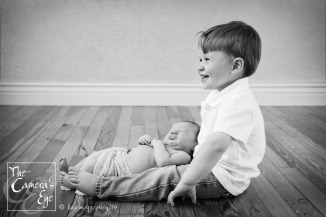 Siblings and newborn photography, The Camera's Eye
